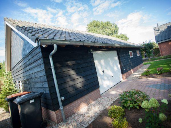 houten schuur met inpandige garage