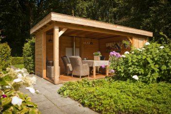 prachtige terrasoverkapping in een landelijke tuin