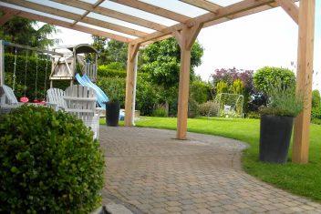 veranda voorzien van polycarbonaat dakplaten