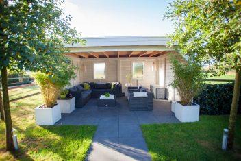 terrasoverkapping voorzien van plat dak met EPDM en zinken daklijsten