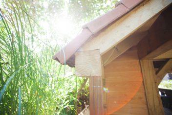 eikenhouten balken dragen de dakconstructie