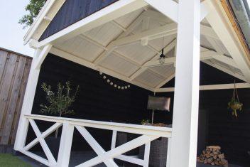 maatwerk terrasoverkapping zwart wit kruishek