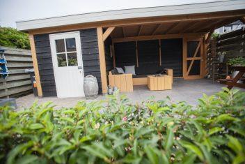 maatwerk terrasoverkapping met inpandige schuur