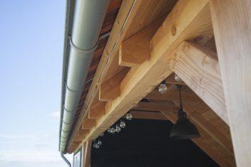 zinken dakgoot en zichtbare sporen